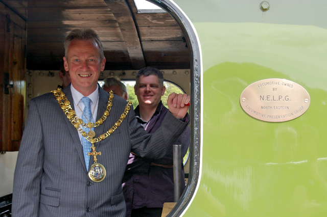 Bryan Thistlethwaite (Mayor of Darlington) with his hand on the regulator under the watchful eye of Richard Pearson