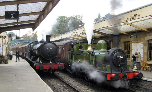 Q6 and J72 with teak sets at Pickering - Philip Benham