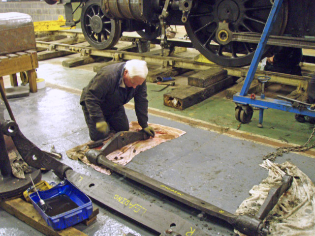 Doug Hardy cleaning the K1 brake gear - Nigel Hall