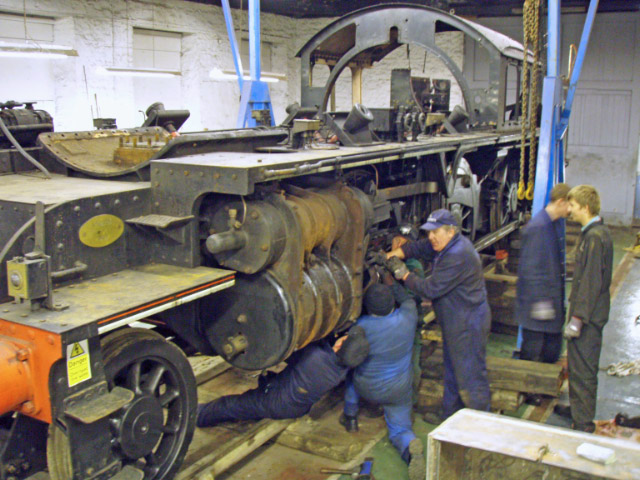 Neil Smedley, Bill Sharp and Harry Sams fitting the cross head splitter - Nigel Hall