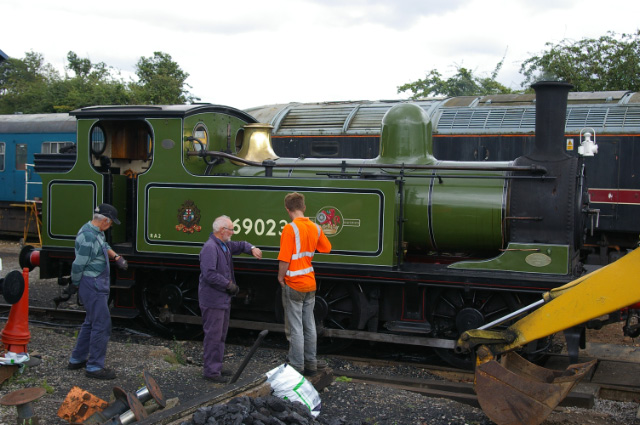 The crew of fireman Allan Wilson, driver Terry Newman and cleaner  Rowland Bingham synchronising watches for off shed departure at Leeming Bar, 18th August - Chris Lawson