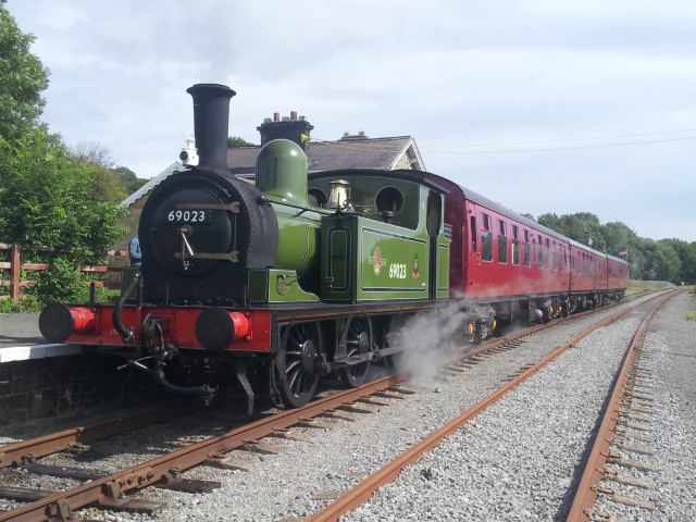 The J72 arrives at Redmire - Richard Pearson