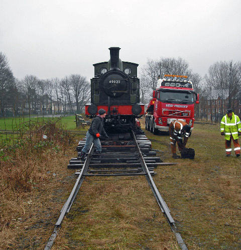 Andy Bell looks on as Reid crew put unloading rails in place - John Midcalf