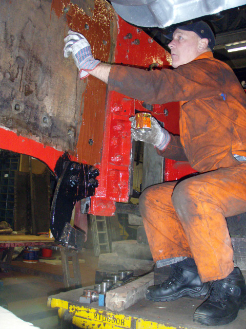 Steve Gibson applies jointing compound to right rear frames - Nigel Hall