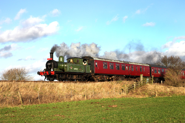 Joem approaching Leeming Bar with the 12.30 Santa Special - Maurice Burns