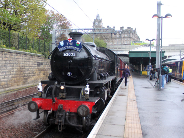 Driver Steve Chipperfield boarding the K1 about to depart Edinburgh Waverley for Fort William, 1/5/2014.
