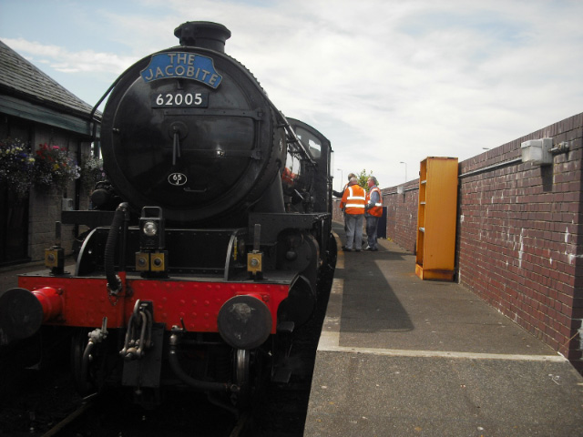 Jon Wilkinson and Nigel Bill by 62005 at the Mallaig buffer stop - John Midcalf