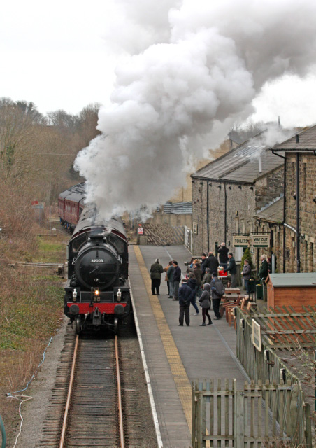 The K1 hauls the train into Leyburn - Maurice Burns