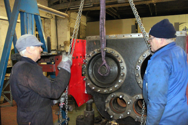 Steve Hyman and Bill Sharp trial fitting the RHS piston to the J27. - Neal Woods