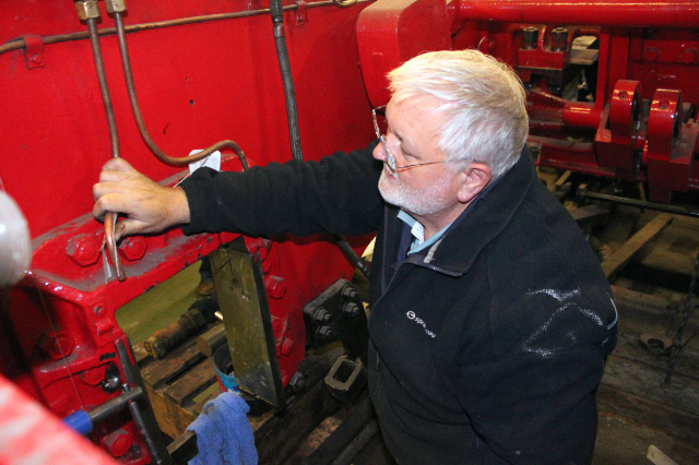 Peter Ellis fitting the oil supply to the horn guides - Neal Woods