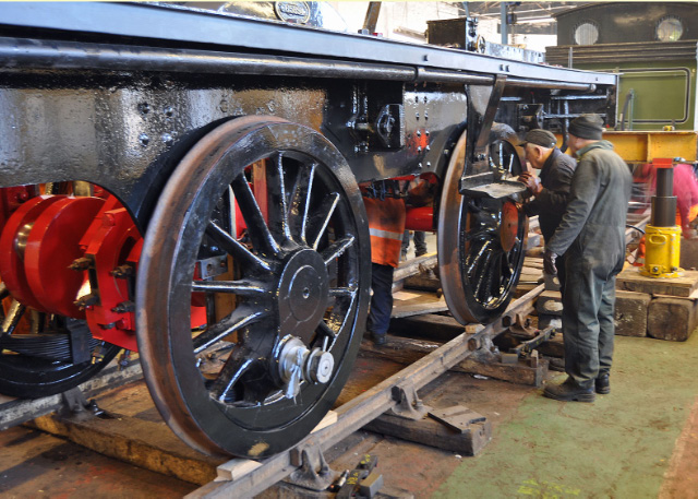 Lowering the frames, axleboxes jist enterimg horns - Colin Smith