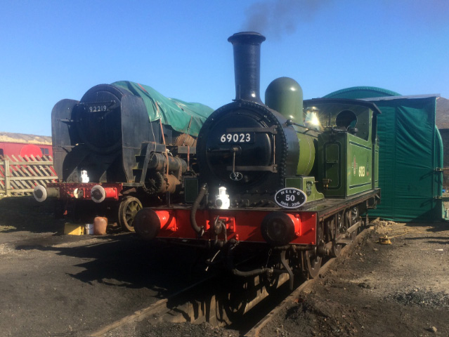 A polished J72 stands next to 9F restoration project 92219 - Fred Ramshaw