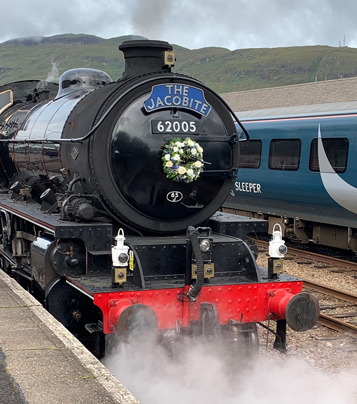 62005 at Fort William on 2 August 2020 carrying a wreath in memory of Mavis Lloyd - Neil Smedley.