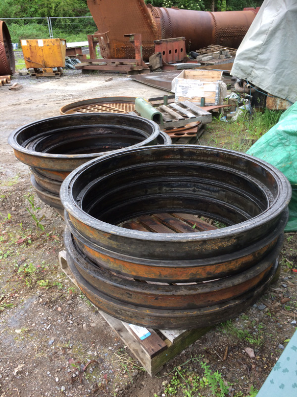 8 off scrap tyres - Rob Le Chevalier