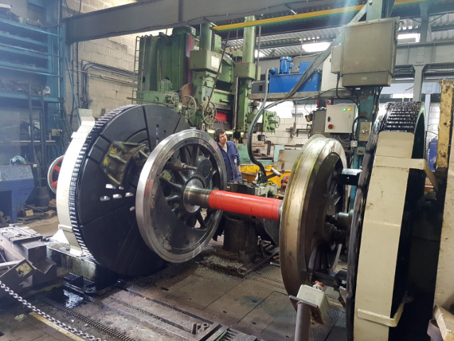 Q6 wheel in the profiling lathe - Paul Pridham