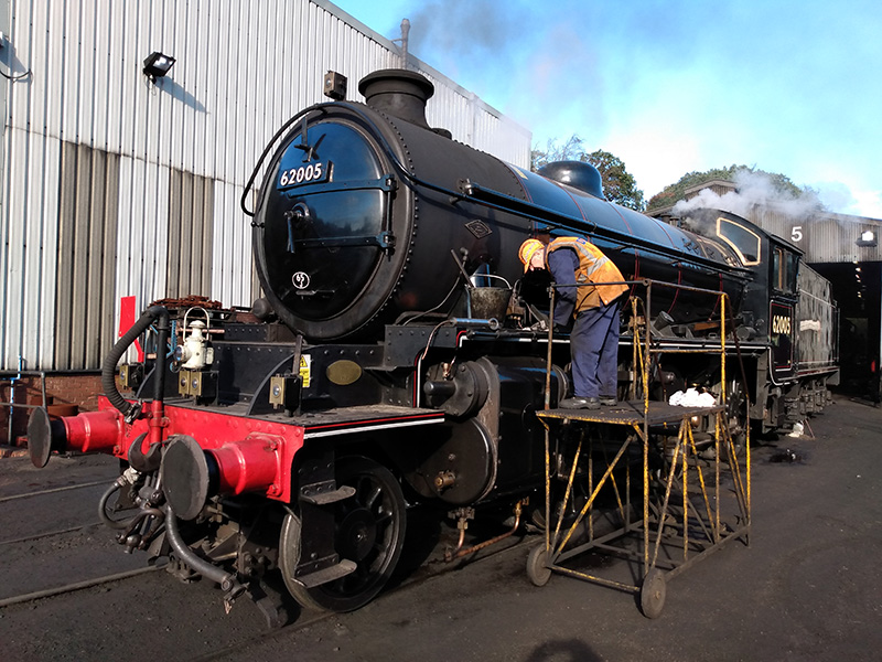 K1 No 62005 being cleaned at Grosmont by Les Harper on 23 October 2019 - Chris Lawson