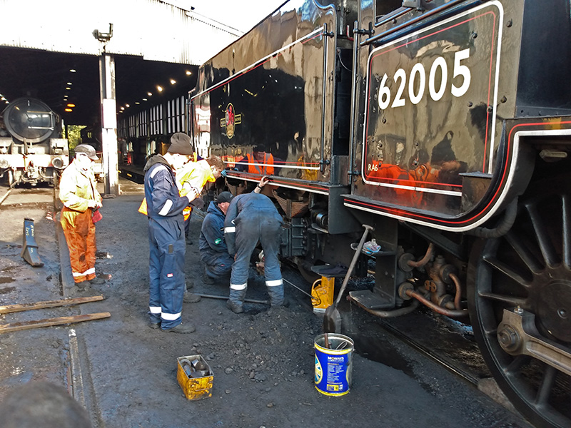 K1 No 62005 - replacing broken tender spring at Grosmont on 23 October 2019 - Chris Lawson
