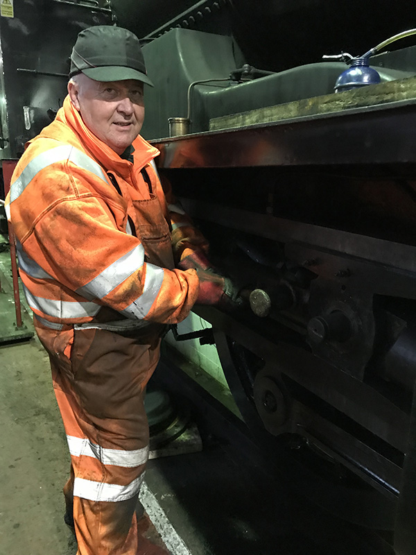 Nigel Bill after splitting the T2 crosshead on 27 November 2019 - Ian Pearson